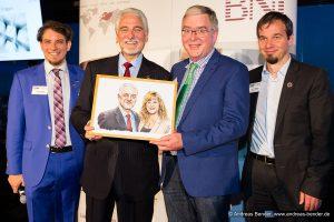 Portraitübergabe von Peter Beckhaus an Dr. Ivan Misner, den Gründer des weltweiten Unternehmernetzwerks BNI | Beckhaus Design